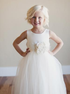 an ivory flower girl dress uk withtulle skirt
