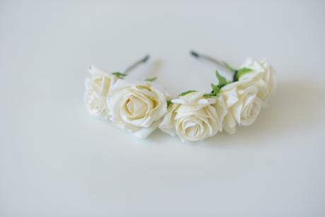 A picture of a rose flower headband in ivory