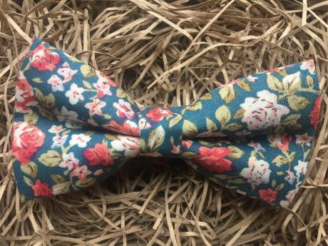 A floral bow tie in teal greem with a pre-tied bow and adjustable strap.